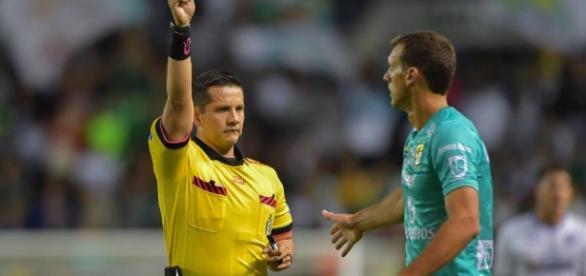 La suspensión de Novaretti es parte del mal semestre de León
