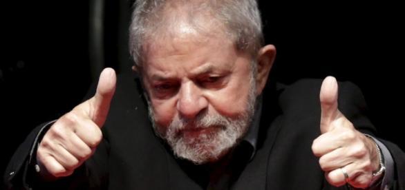 Lula à frente de políticos do PSDB