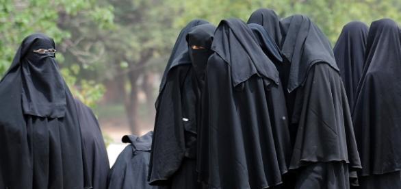 Niederlande führen Burka-Teilverbot ein - Mehrheit für Gesetz ... - krone.at