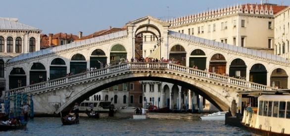 Una foto del Ponte di Rialto a Venezia