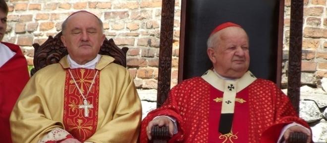 Dziwisz w klerykalnej ofensywie - nowe święto narodowe na cześć Jana Pawła II