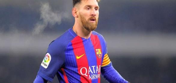 O craque Messi está confirmado na partida.
