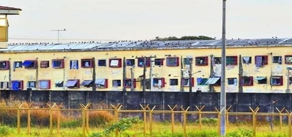 """Ex-diretor recebe bloqueio judicial por construção de """"motel"""" dentro de presídio."""