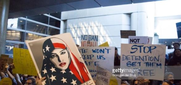 Protesters of Donald Trump's new immigration order... Pictures ... - gettyimages.com
