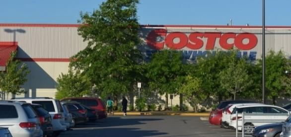 A Goldstar Costco membership will increase in price, by 9 percent, from $55 to $60, on June 1, 2017 / Raysonho, Wikimedia Commons CC0 Public Domain