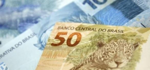Dinheiro das contas inativas do FGTS começa a ser liberado