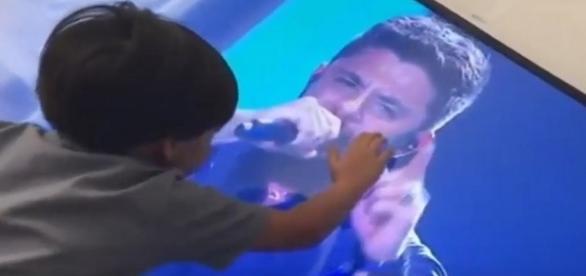 Filho de Cristiano Araújo emociona o Brasil em um vídeo chocante