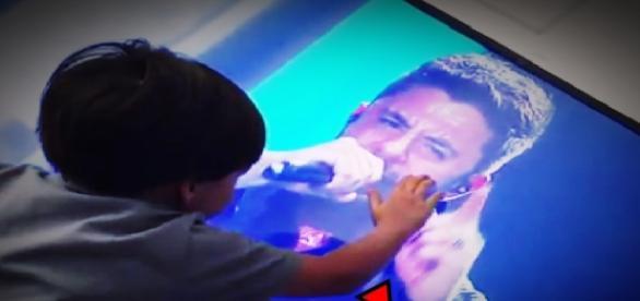 Filho de Cristiano Araújo vê o rosto do pai
