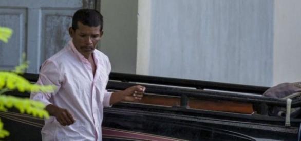 Marido da vítima relata que esposa foi retirada de casa a força.