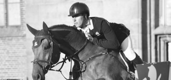 """Rien ne remplacera la parfaite osmose homme/cheval. Selon François Baucher l'éperon est un """"rasoir dans les mains d'un singe""""."""