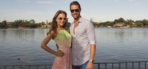 """Sebastian e Angelique estão curtindo férias após """"Tres Veces Ana"""" (Foto: Reprodução/FM)"""