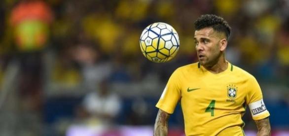 'Sou são-paulino', diz Daniel Alves, ao revelar que ainda quer jogar pelo clube