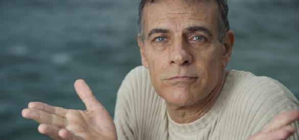 Ator Mario Gomes, com 64 anos, decide investir no mercado de fastfood