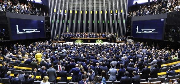 """Câmara dos Deputados pode votar """"novo"""" projeto sobre terceirização nesta terça-feira"""