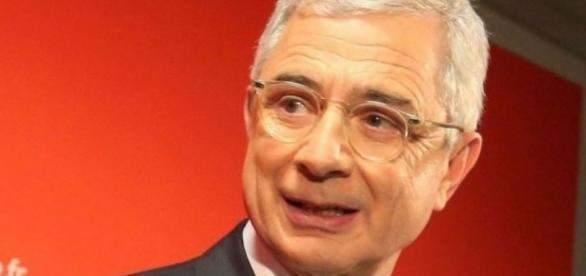 Claude Bartolone hésite entre Hamon et Macron