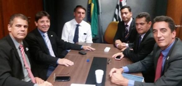 Ex-deputado e apoiador de Bolsonaro é preso por incitar motim (Foto: Reprodução/Facebook)