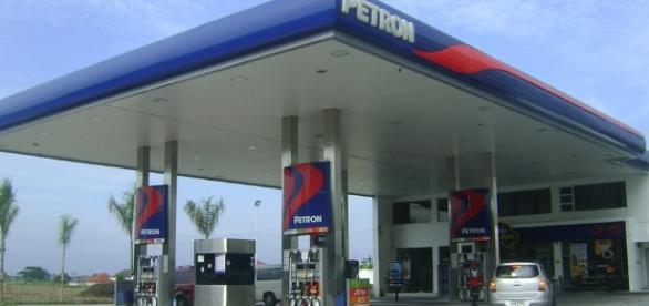 http://maxpixel.freegreatpicture.com/static/photo/1x/Gas-Station-Petroleum-Fuel-Petrol-Station-Pump-Gas-921597.jpg