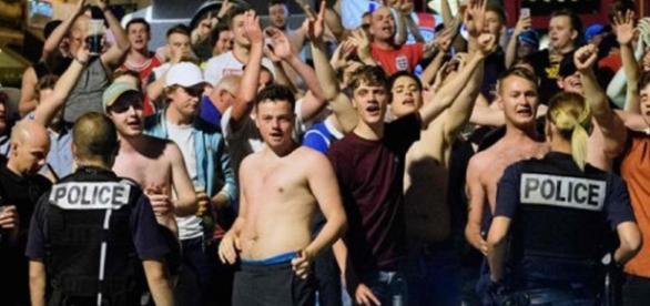 Russos hoolligans na pré-estreia da Eurocopa 2016