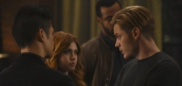 http://staticr1.blastingcdn.com/media/photogallery/2017/3/7/660x290/b_586x276/watch-the-newest-shadowhunters-promo-for-2x10-by-the-light-of-thefandom-net_1191333.jpg