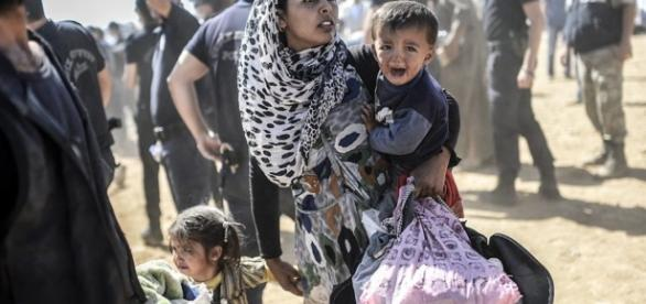 Refugiados serão confinados em contêineres na Hungria