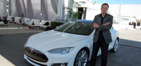Tesla, Space X CEO Elon Musk is attending today's White House infrastructure meeting / Maurizio Pesce, Wikimedia Commons CC BY-SA 2.0
