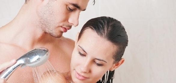 Alguns cuidados devem ser tomados para que um banho romântico não se transforme em um momento desagradável