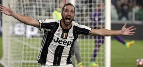 Higuaín liderará la delantera de Juventus contra su ex equipo.