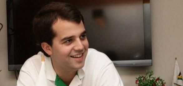 Marco Antônio Cabral dá cortesia para diretora de presídio Bangu 8