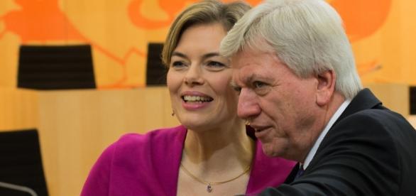 Julia Klöckner und der hessische Ministerpräsident Bouffier, beide CDU. (Source acc. URG Suisse: Martin Kraft / WikiCommons / CC BY-SA 3.0 DE)