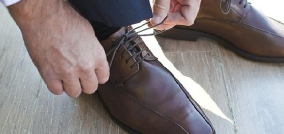 The mystery behind why your shoelaces untie themselves solved [Image: Pixabay]