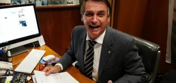 Bolsonaro ri da lista de Fachin