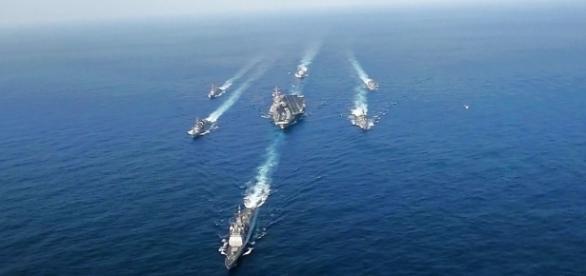 Flottenverband mit dem Flugzeugträger USS Carl Vinson (Quelle: US Gov.)