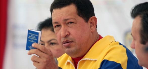 Hugo Chavez y la Constitucion de la Republica el-aji.com