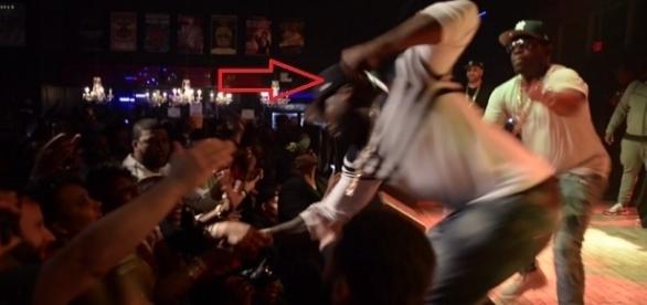 Rapper norte-americano deu um soco em fã durante show