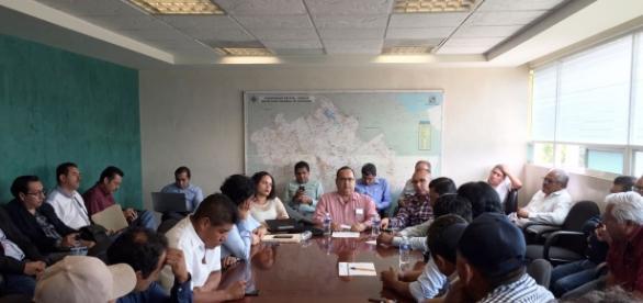 Reunión entre aspirantes, grupos políticos, órganos electorales y representantes de gobierno de Oaxaca. Imagen IEEPCO