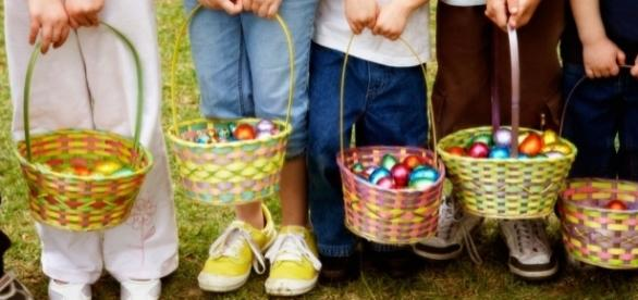 There are many fun ways to celebrate Easter and create memorable baskets. / Photo via Blasting News and retailmenot.com