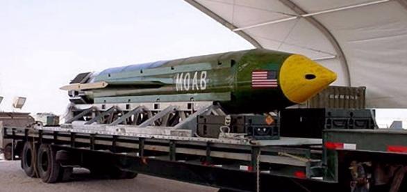 EUA lançam a maior bomba não-nuclear