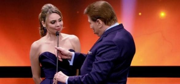 Silvio Santos 'repreende' Rachel Sheherazade durante a entrega do Troféu Imprensa