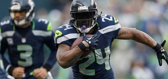 El carismático corredor quiere volver a la NFL, pero no con Seattle, con Oakland