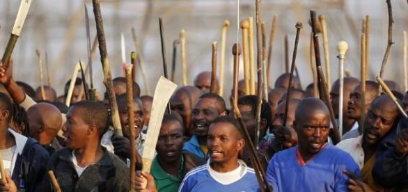 Klasse Gegen Klasse - Südafrika: Die ANC-Regierung tötet 34 ... - klassegegenklasse.org