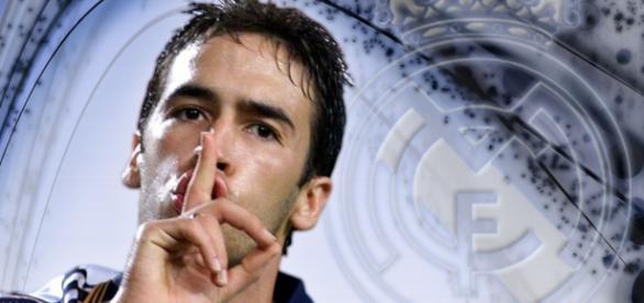 Raúl mandando callar al Bernabeu en otro tiempos,