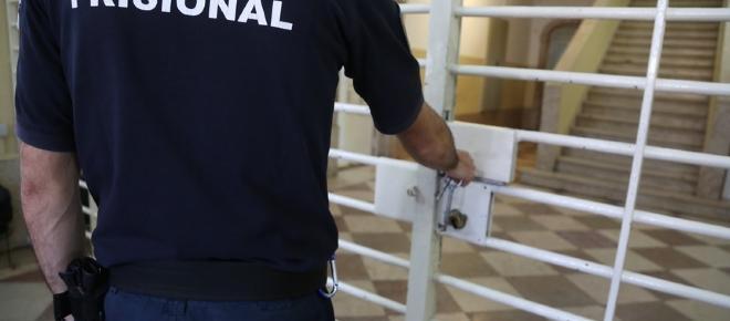 Guarda prisional agredido na cadeia do Linhó