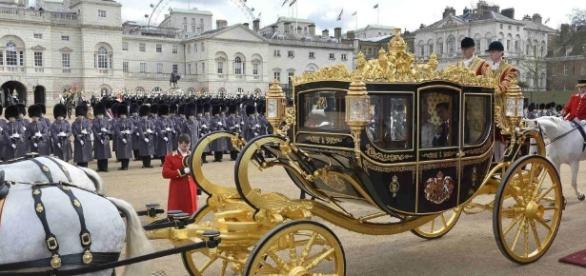 "Bahman Kalbasi on Twitter: ""#Trump demands gold‑plated carriage ... - twitter.com"