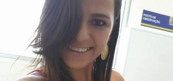 Mulher foi encontrada desmaiada com uma prancha na mão
