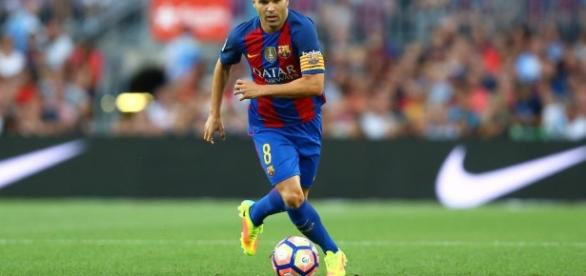 Iniesta reprend l'entraînement avec le Barça - francetvinfo.fr