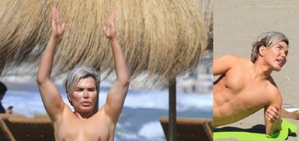 Ken humano brasileiro exibe tanquinho na praia
