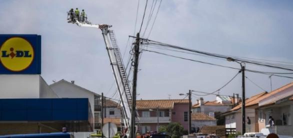 Queda de avioneta proximo do Lidl, em Tires, faz 5 mortes e vários feridos
