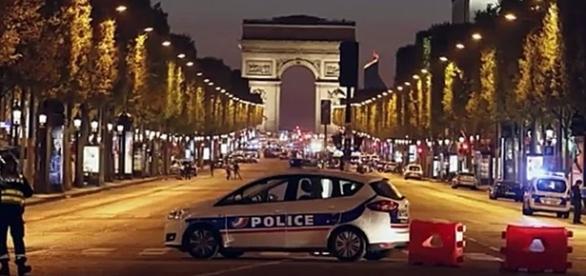 ULTIMA HORA: TIROTEO EN LOS CAMPOS ELÍSEOS EN PARÍS 20.4.17...EnigmAnónimo Mundo de Hoy