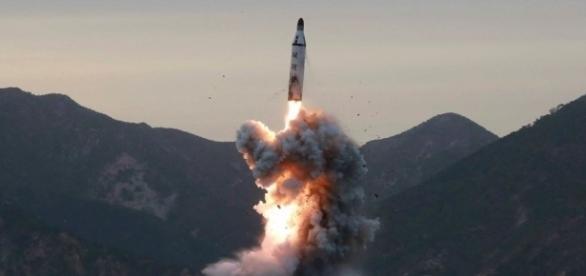 Último teste de lançamento de míssil da Coreia do Norte falhou, mas o país pretende realizar mais tentativas semanalmente