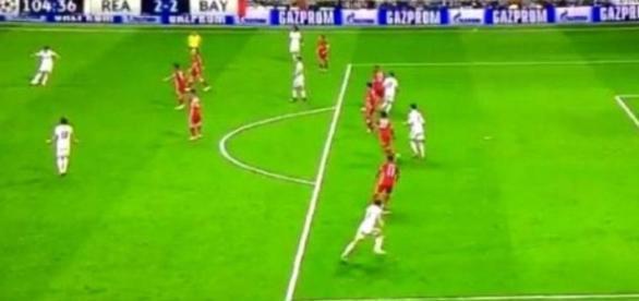 CR7^3, Real aiutato, 'polemiche' arbitrali, finisce 4-2, super Ronaldo show